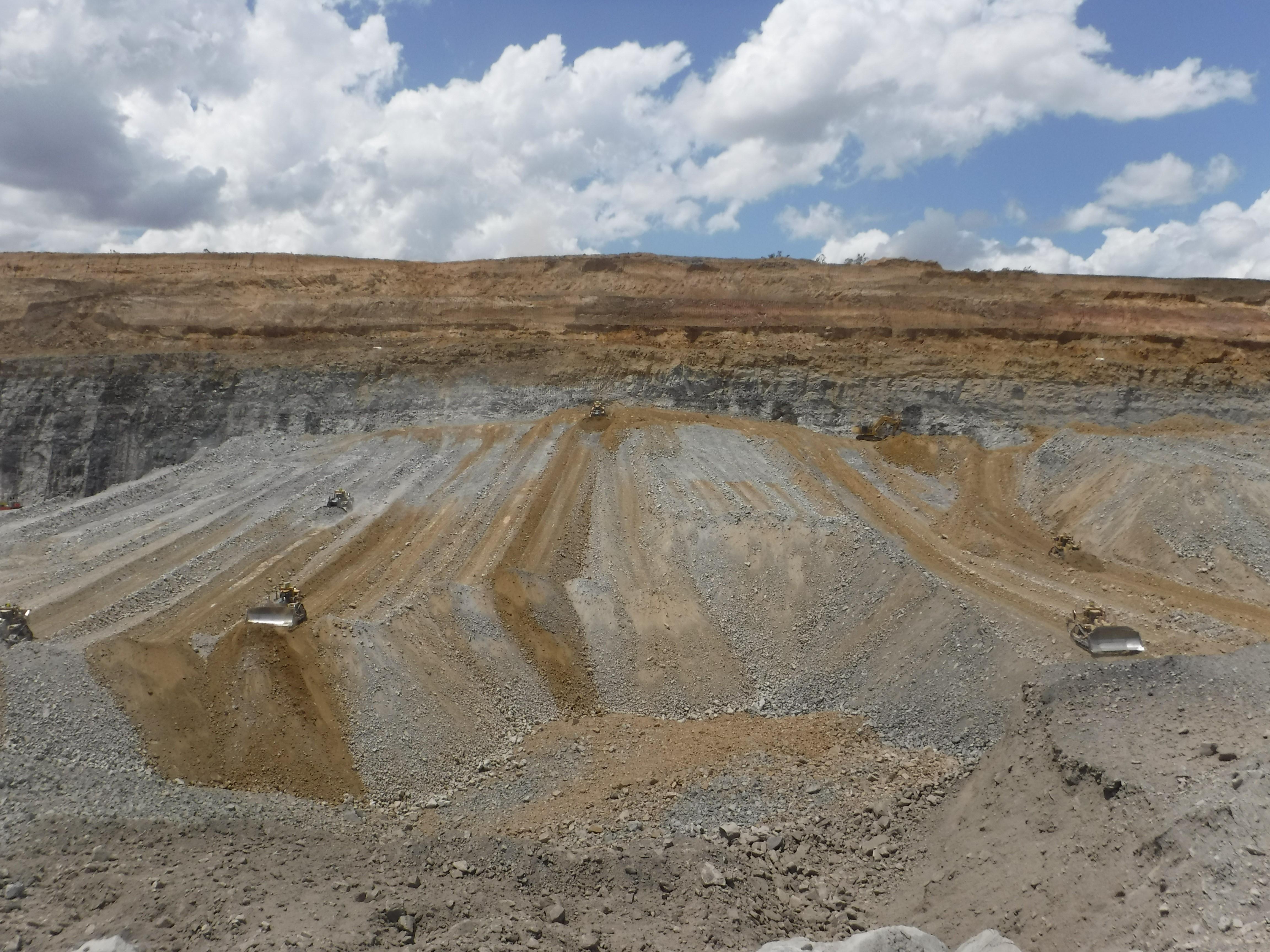 Middlemount Coal Mine - Dozer Push